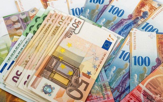 نرخ رسمی یورو و پوند کاهش یافت، نرخ 10 ارز ثابت ماند