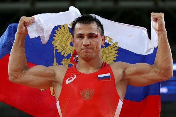 قهرمان کشتی دنیا و المپیک در کوهستان تمرین می نماید