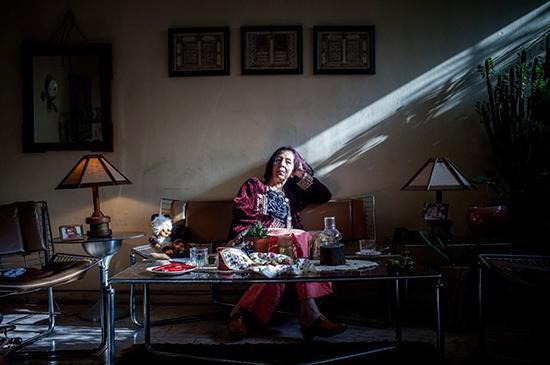 زندگی زنان تنهای ایرانی در خانه، زیبایی هایی رازآلود