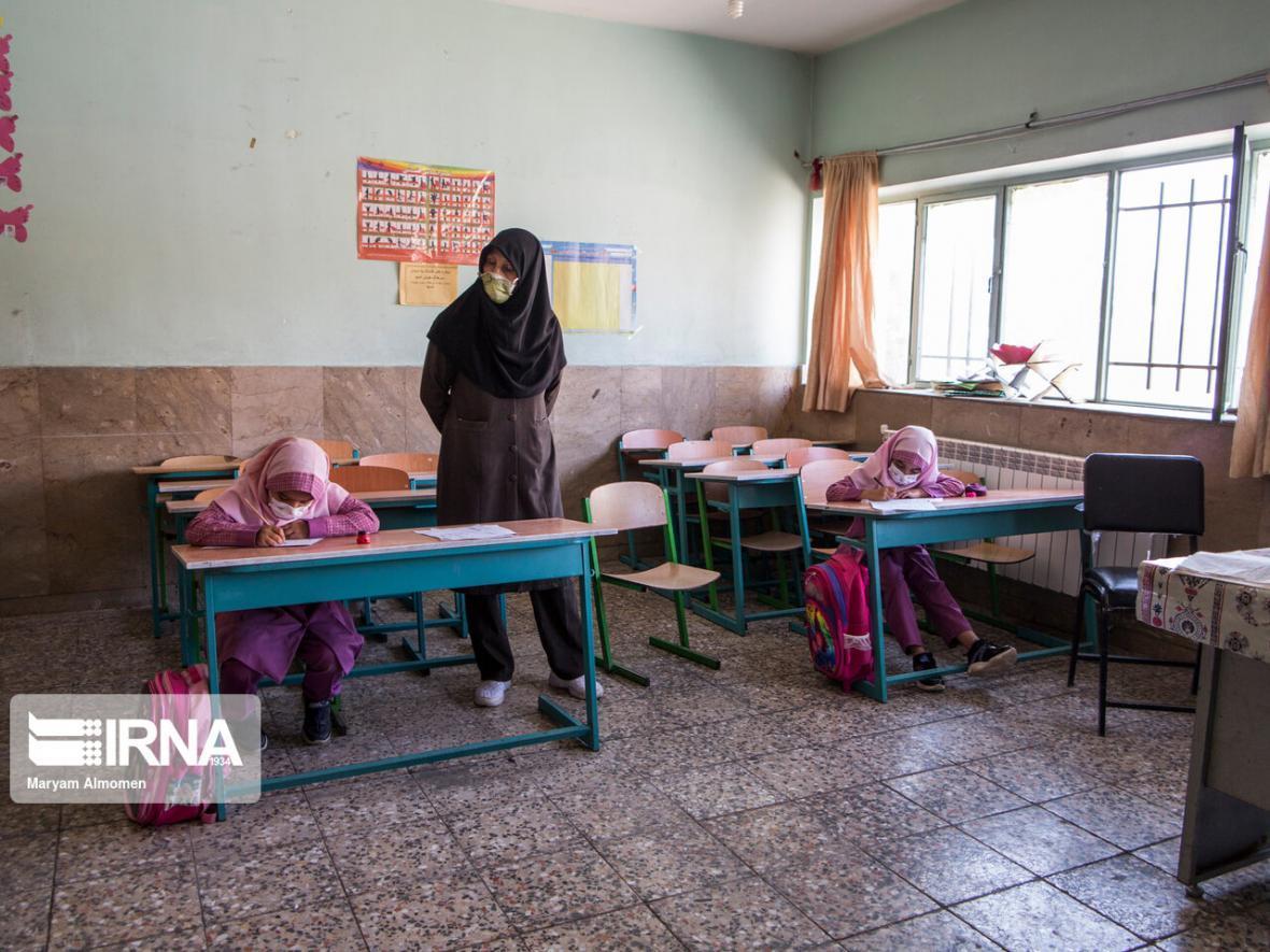 خبرنگاران منطقه آزاد اروند تامین تجهیزات مدارس آبادان، خرمشهر و اروندکنار را برعهده گرفت